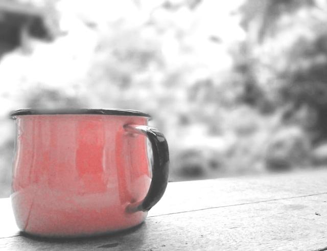 空気が冷たい朝の水分補給に、カップ1杯の白湯を