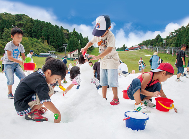 休みは六甲山カンツリーハウスの「真夏の雪まつり」へ!