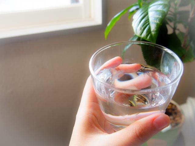 冬の乾燥、コップ1杯の飲み物をお手元に