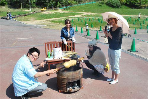 若葉が眩しい六甲山でバウムクーヘンを焼こう!