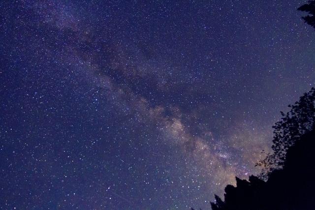 七夕の夜に、東の空を見上げる