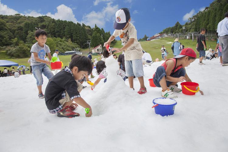 市街地よりも5℃ 涼しい 六甲山で雪遊びを楽しもう!